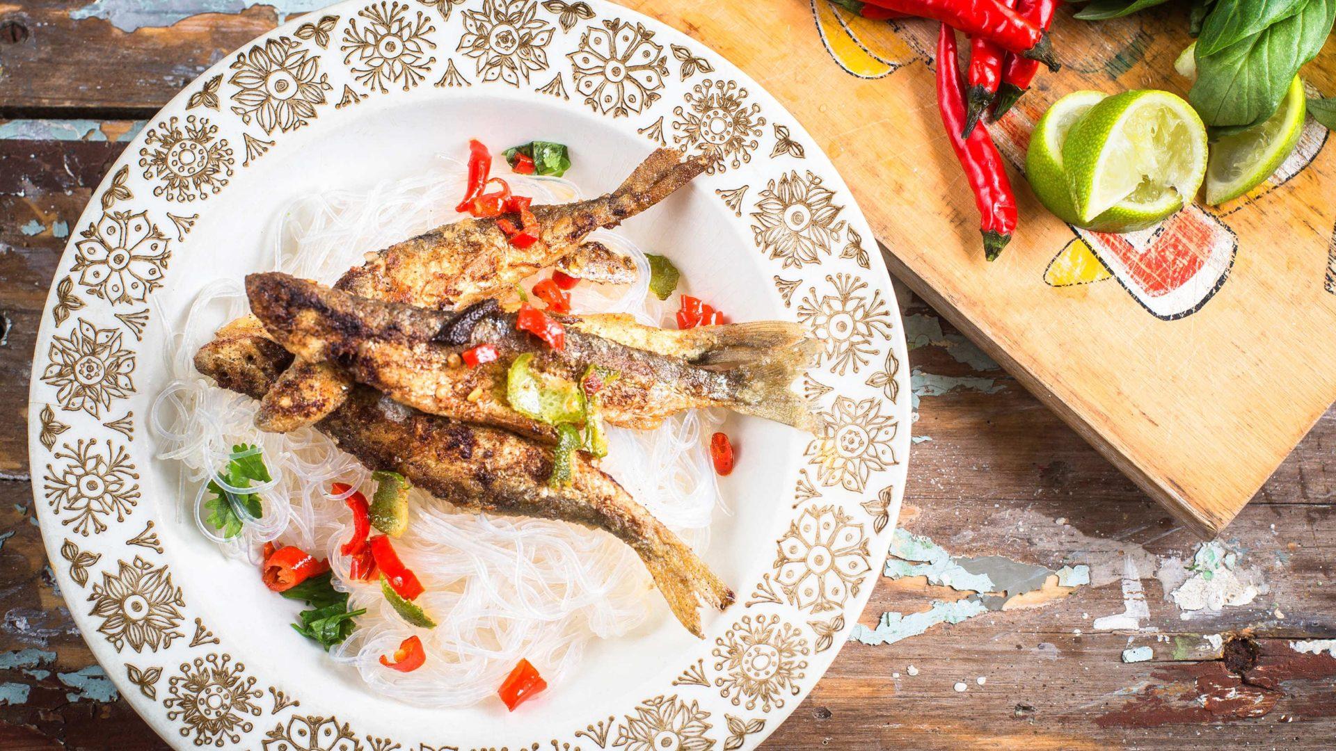 Paistetut lime-chilimuikut nuudelilla | Reseptit | Hätälä