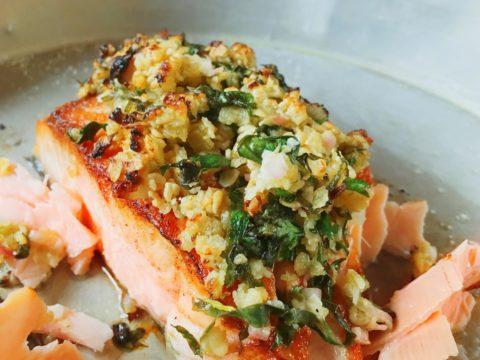 Helppo kalaruoka lohta kaurakuorrutuksella | Reseptit | Hätälä