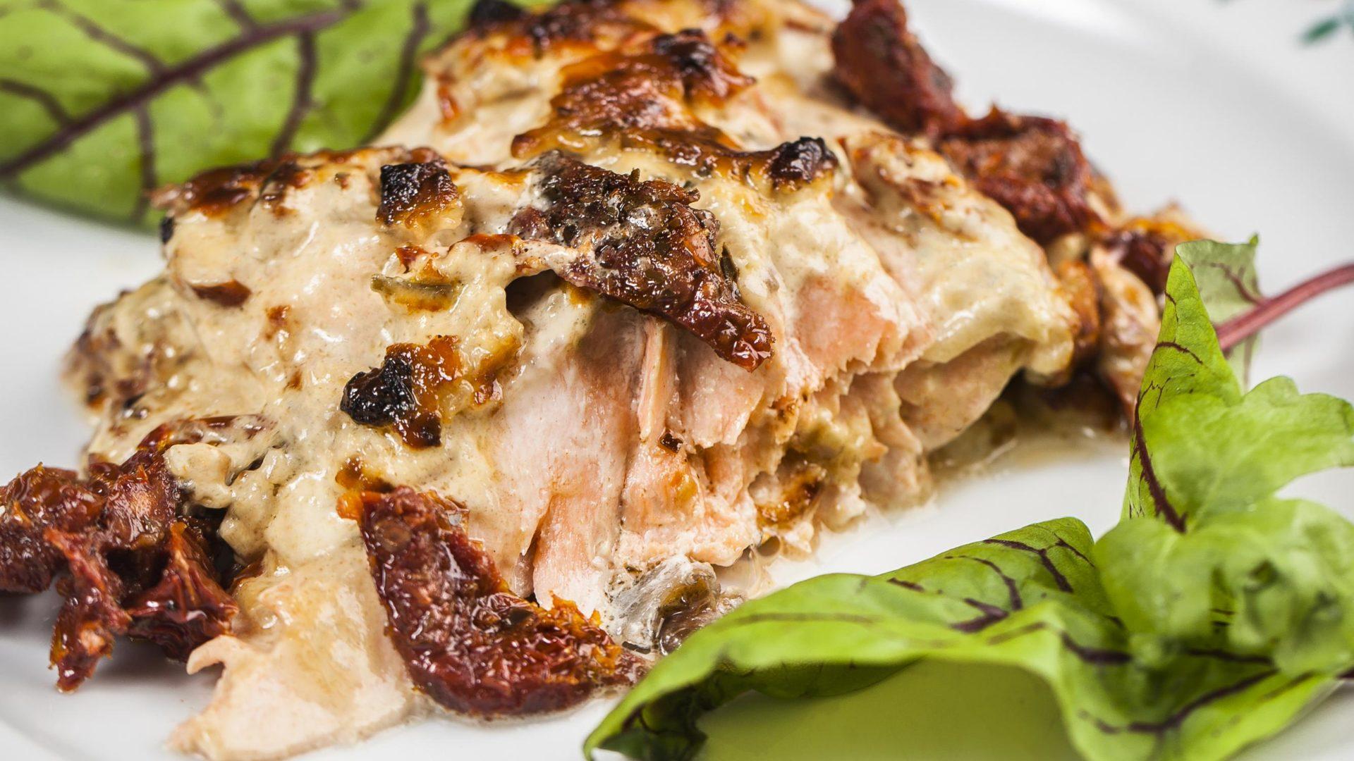 Uunilohi parmesanjuustolla, katso helppo resepti | Reseptit | Hätälä Oy