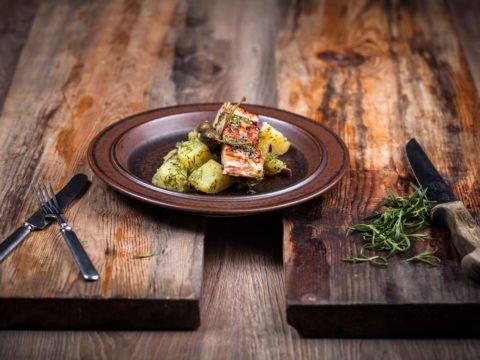Loimulohi tillipesto-perunasalaatilla | Reseptit | Hätälä Oy