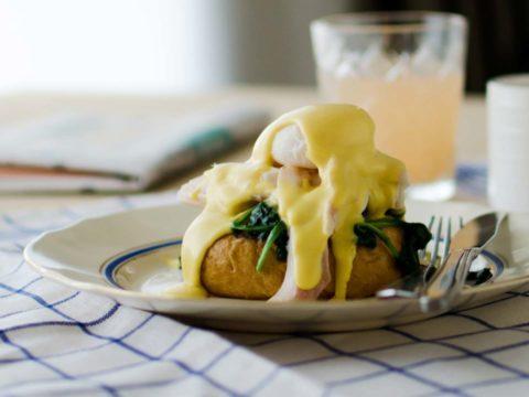 Savusiika Eggs Benedict | Reseptit | Hätälä