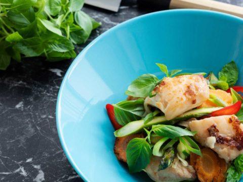 Värikäs made-kasviswokki chilillä | Reseptit | Hätälä