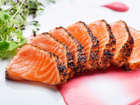 Lohipastrami punajuurisalaatilla | Kalareseptit | Hätälä