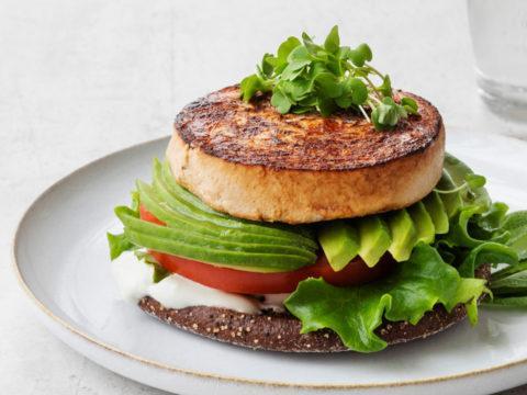Terveellinen burger loimulohesta | Kalareseptit | Hätälä