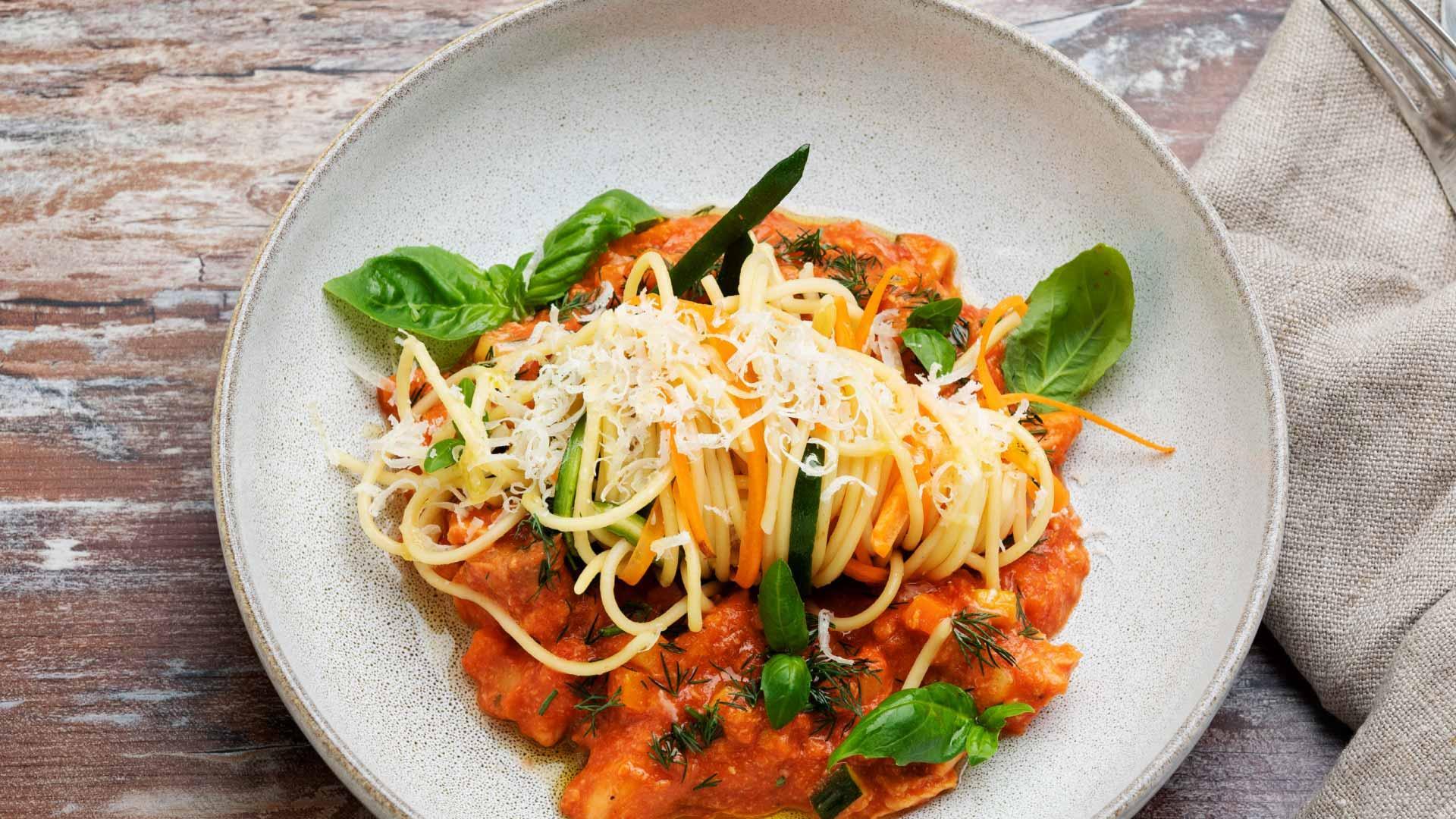 Lohipasta tomaattikastikkeella | Reseptit | Hätälä