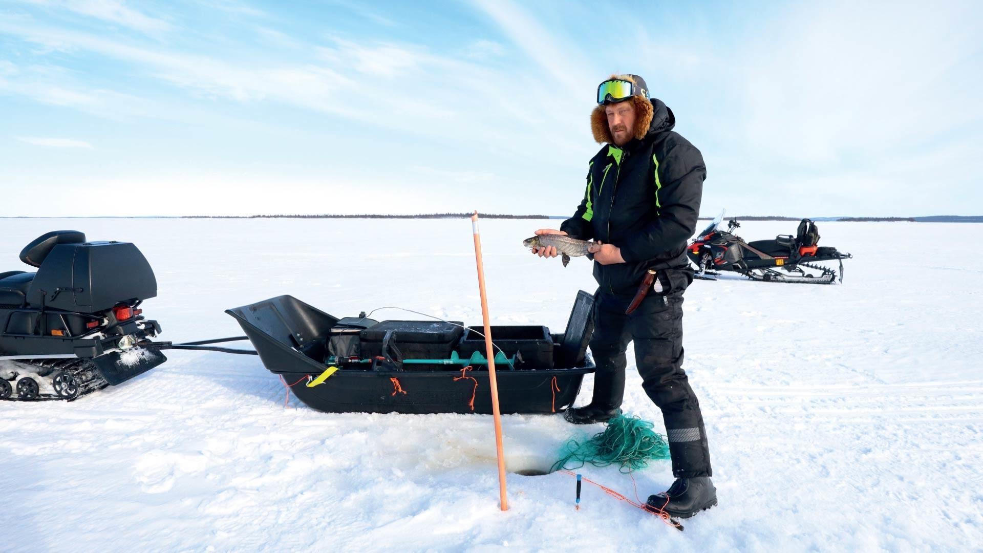 Hätälän kalastaja Jari Temonen Inarijärvellä