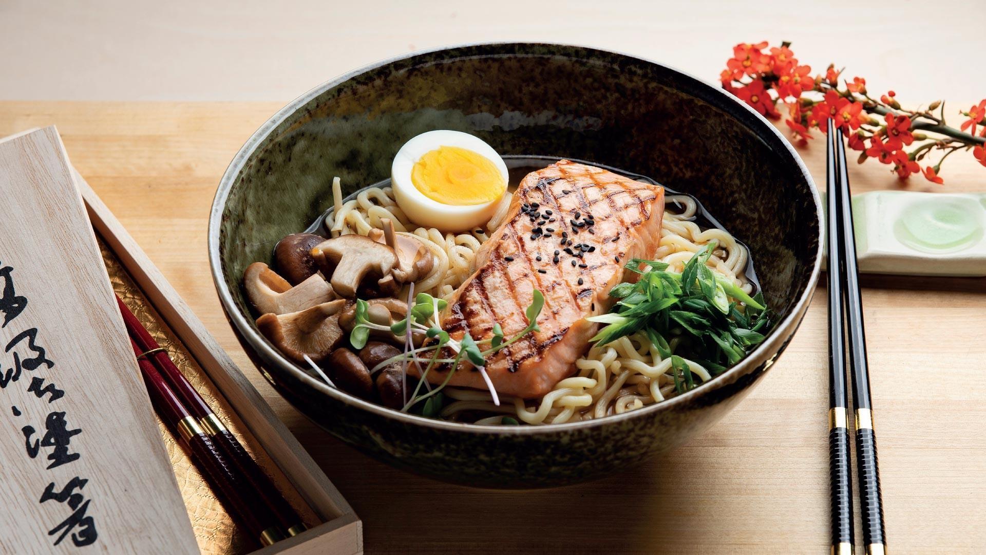 Japanilainen kalakeitto ramen reseptikuva   Hätälä