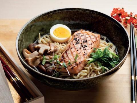 Japanilainen kalakeitto ramen reseptikuva | Hätälä